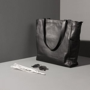 Minimal tote bag Jaxsen Black Pepper advertising 01