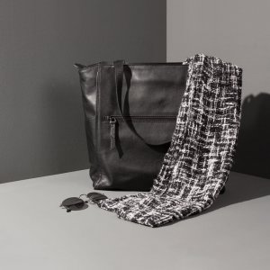 Minimal tote bag Jaxsen Black Pepper advertising 03