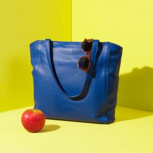 Minimal tote bag Jaxsen Blueberry advertising 03