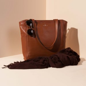 Minimal tote bag Jaxsen Cinnamon advertising 01
